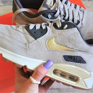 Wmns Air Max 90 Premium Suede 'String Gold'